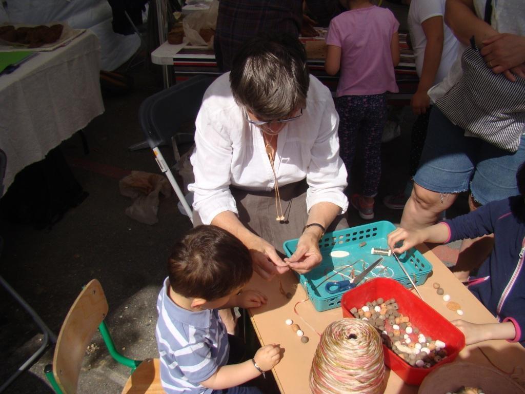 Stand des Vergers : Bijoux en terre cuite