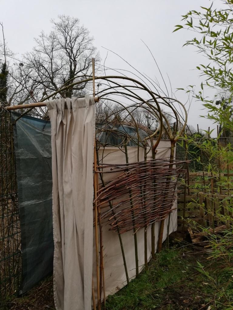 Les toilettes et leur voûte végétale