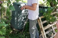 Devant le compost
